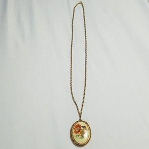 Jewelry - Gold toned locket